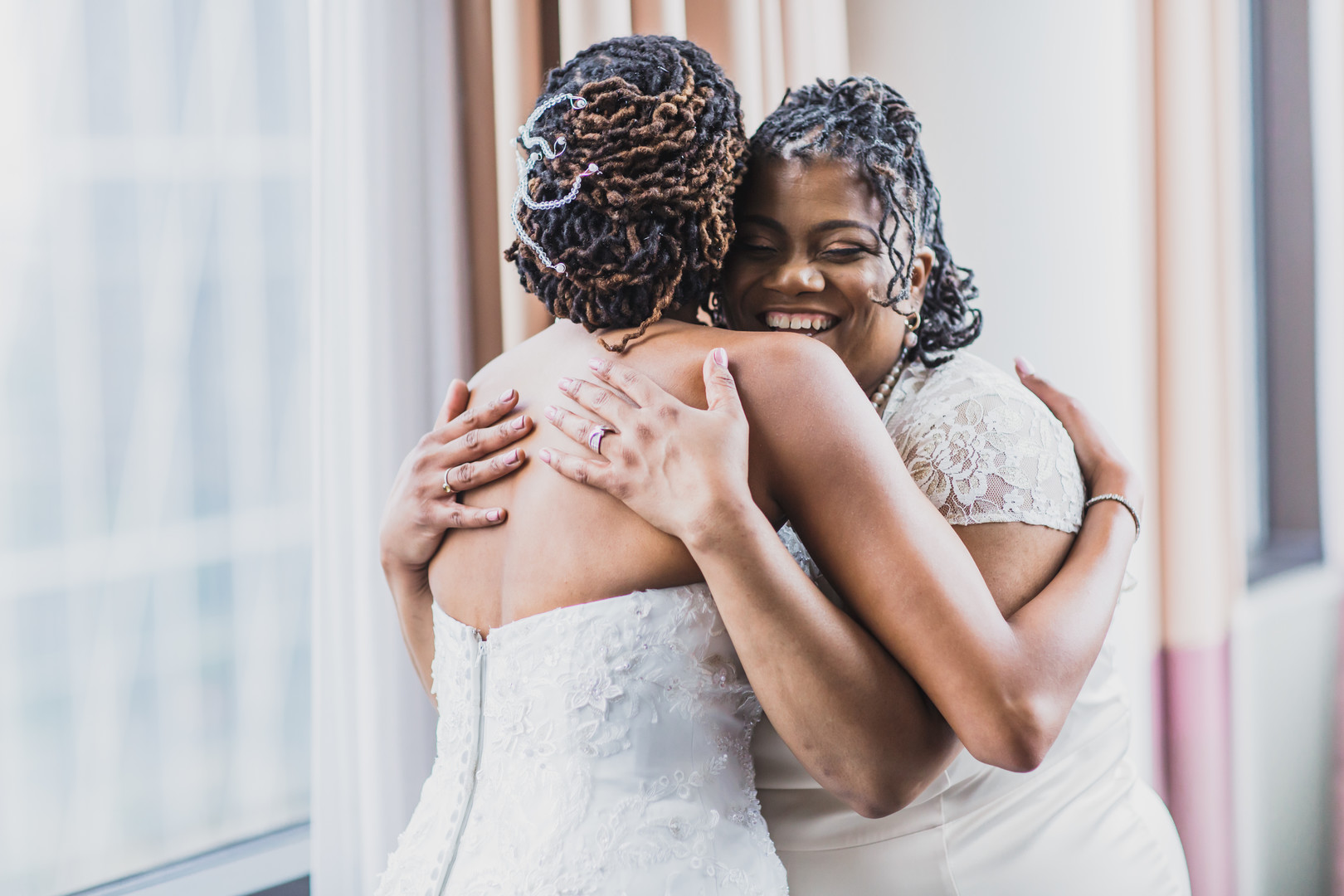 hugging mom bride