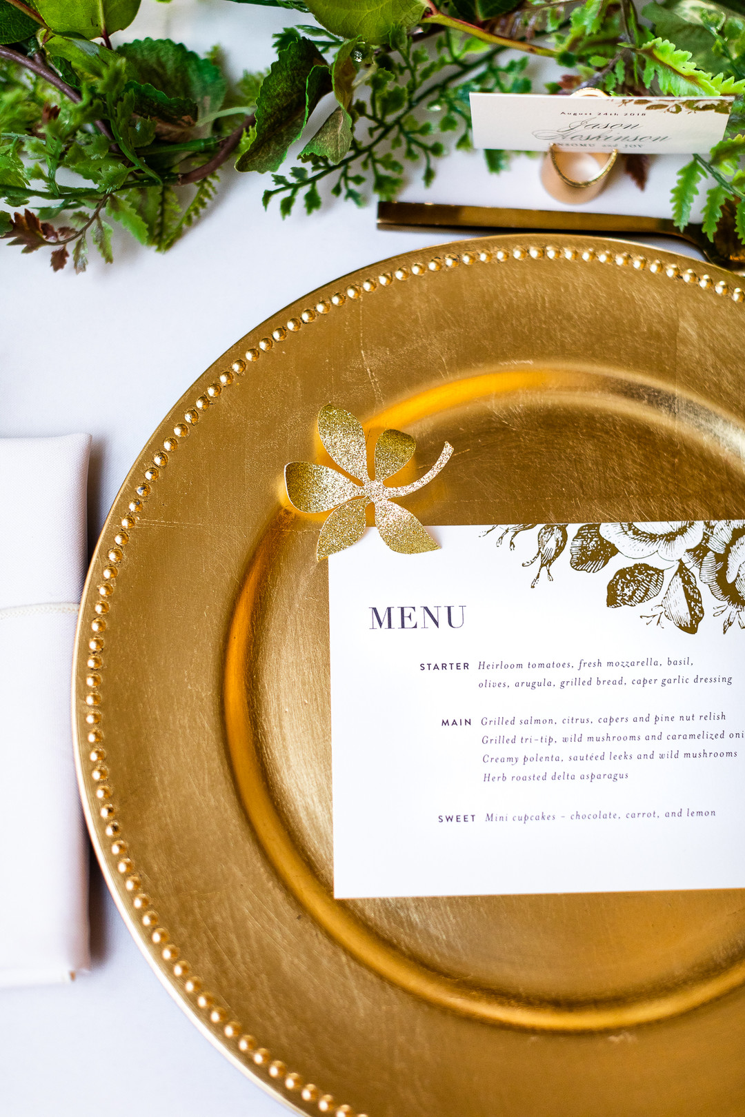 gold charger simple wedding
