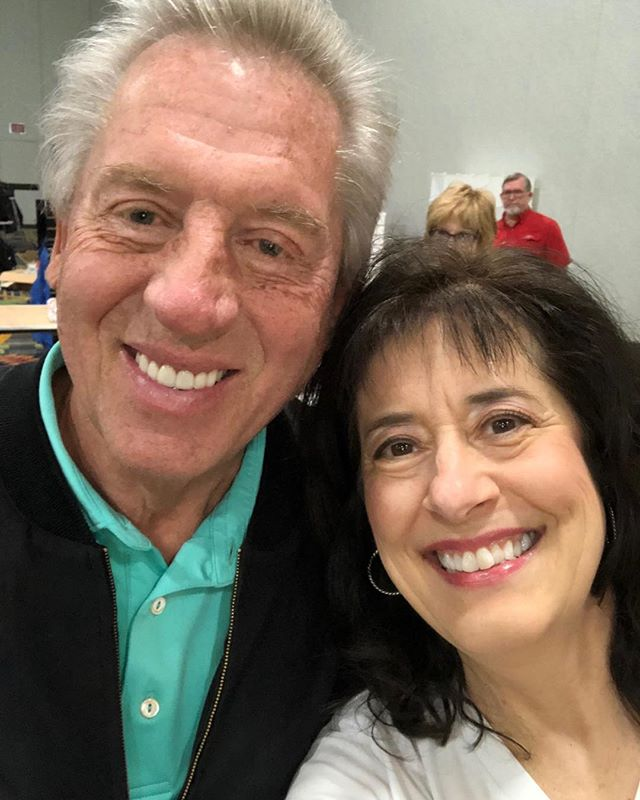 He was getting ready to sign books for hours and took time to talk to me! #JMTDNA so proud to be on the John Maxwell Team.😍🎉❤️