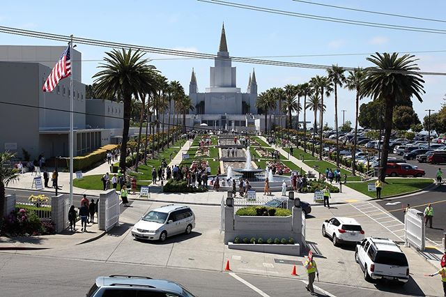 The Oakland Temple is OPEN for public tours on Saturday and Monday of Memorial Day Weekend! Come visit! Tours run from 9am to 8pm. Parking is available at the Oakland Temple, Merritt College, and other locations near the Temple (Greek Orthodox Church, Ability Now, Head Royce, etc.) Go to oaklandtemple.org/parking for specifics. Parking for those with limited mobility is available at the Temple. . Did you have a favorite part of your tour? We'd love to hear about it!