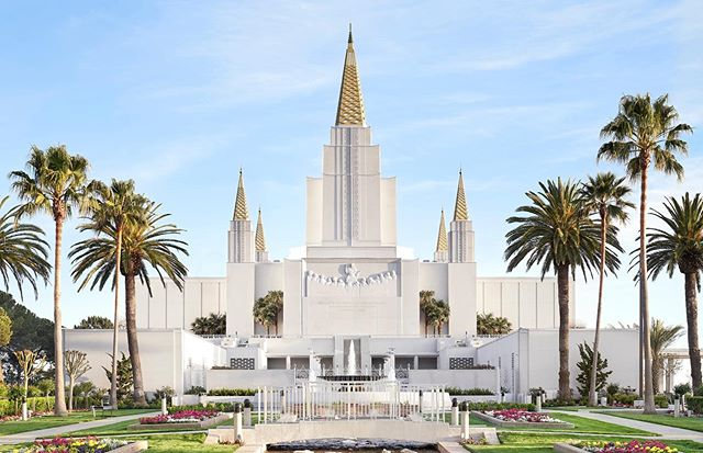 Today is the last day of the Oakland Temple's public Open House! Don't miss out on this once in a lifetime experience.