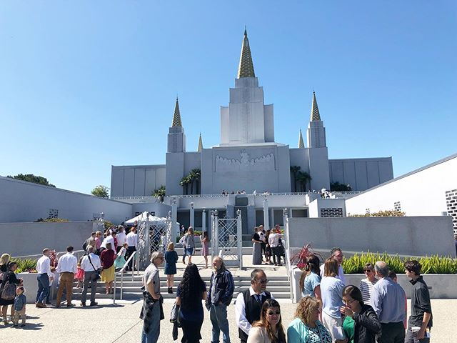 It is a beautiful day on Temple Hill today for the last public tours of the Oakland Temple Open House. If you aren't sure whether or not you should come today, just come. ❤️ Whether or not you have tickets, just come. Don't miss out on this historic opportunity to feel of the special spirit on these sacred grounds. The tours are open until 8pm tonight.