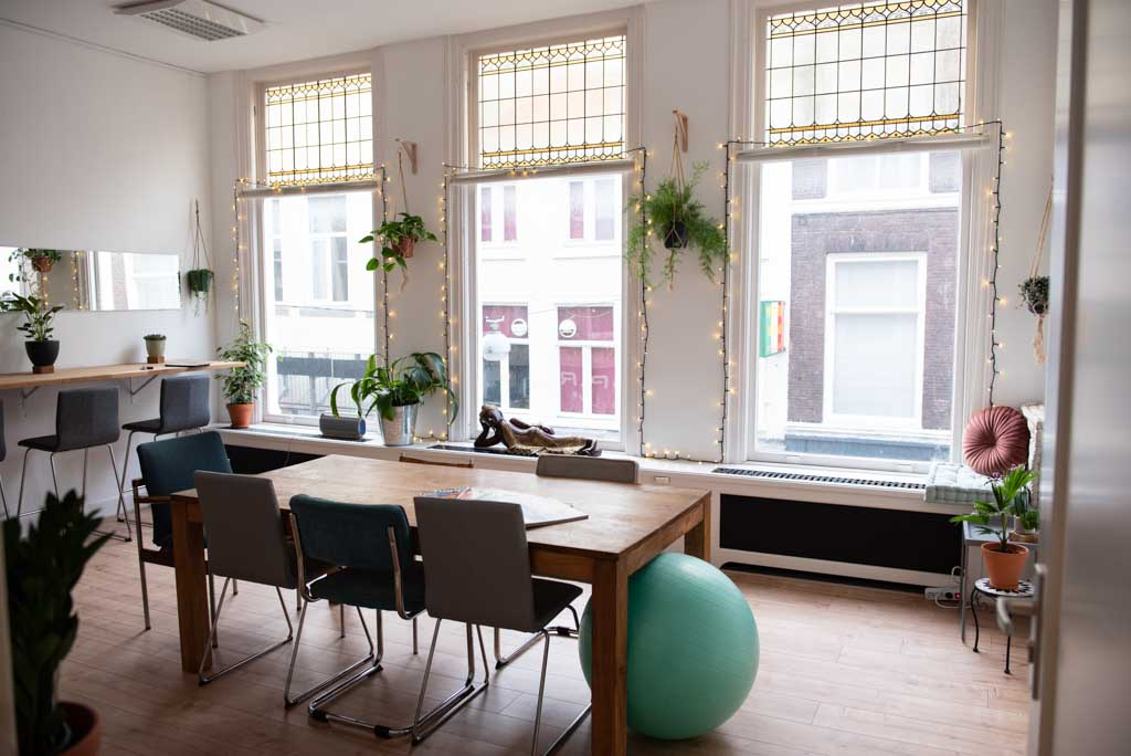 Try out a different space - Work in our communal downstairs room, or in the quiet focus area. Use our standing desks, yoga balls, or even the sofa. The choice is yours.