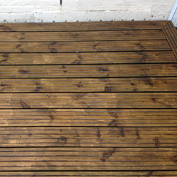 gallery-decking-cleaning-crawley-west-sussex-3.png
