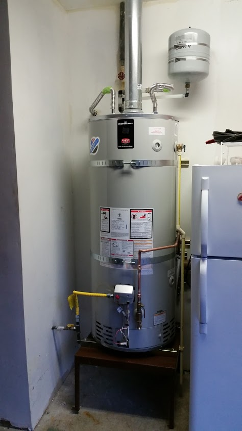Residential gas water heater with recirc system and expansion tank for thermal expansion