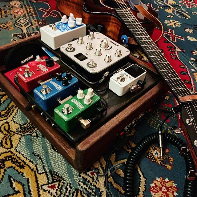Current acoustic #pedalboard setup, making some room to make the @earthquakerdev #dispatchmaster a permanent fixture, joining the @tcelectronic mini pedal lineup and the @fishmanmusic aura spectrum.  #pedalboard #pedalboardoftheday #gear #singersongwriter #acousticpedalboard #handmadepedalboards #thaliacapos #souldier #earthquakerdevices #tchelicon #tcelectronic #fishman #shure #taylorguitars #pedalboards #pedalboardsetup #earlysixes #acousticguitar #acousticmusic #acousticmusician