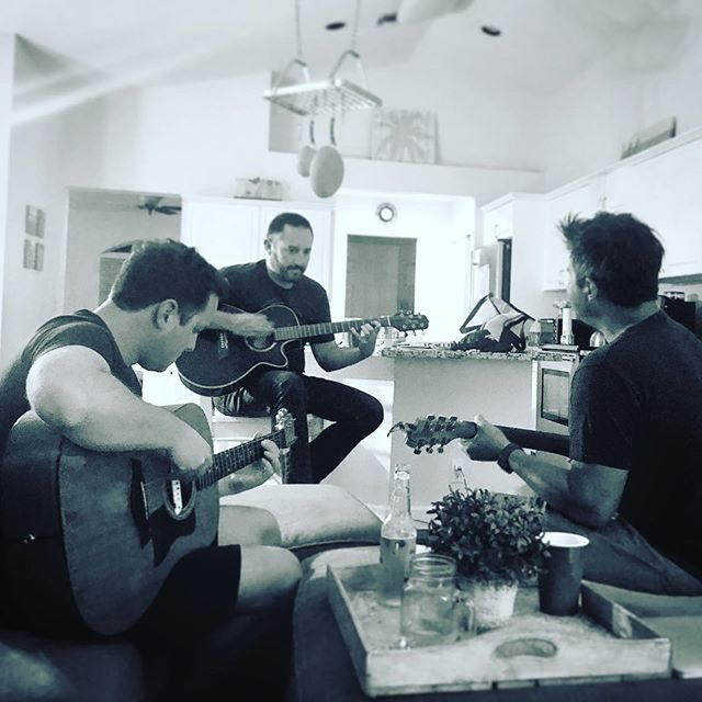 Three Sixes jam session in Jupiter.  #earlysixes #jupiter #floridamusic #folk #folkrock #singersongwriter #jamsession #samsjam2 #acoustic #acousticmusic #minimartin