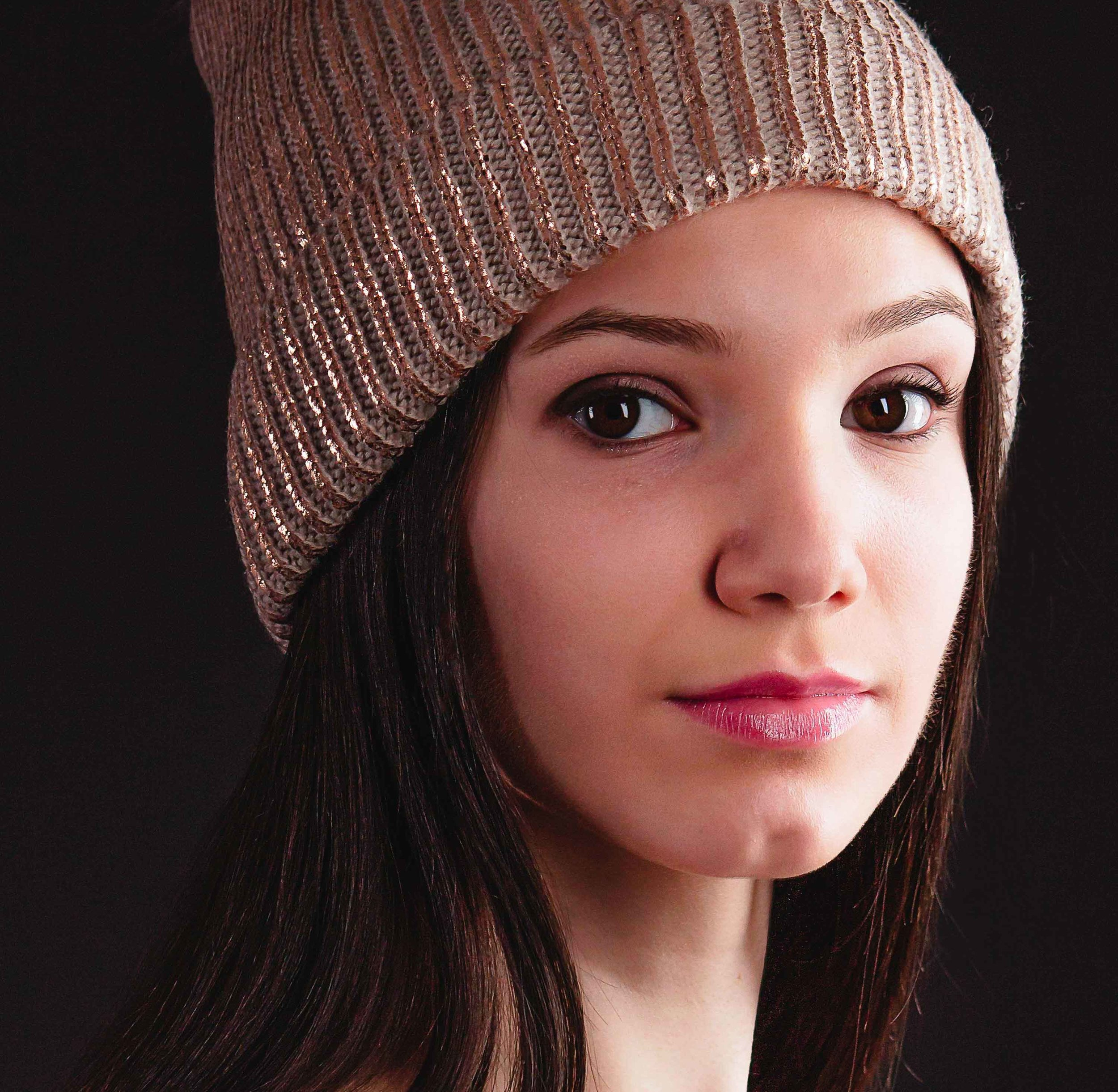 beautiful-woman-with-hat.jpg