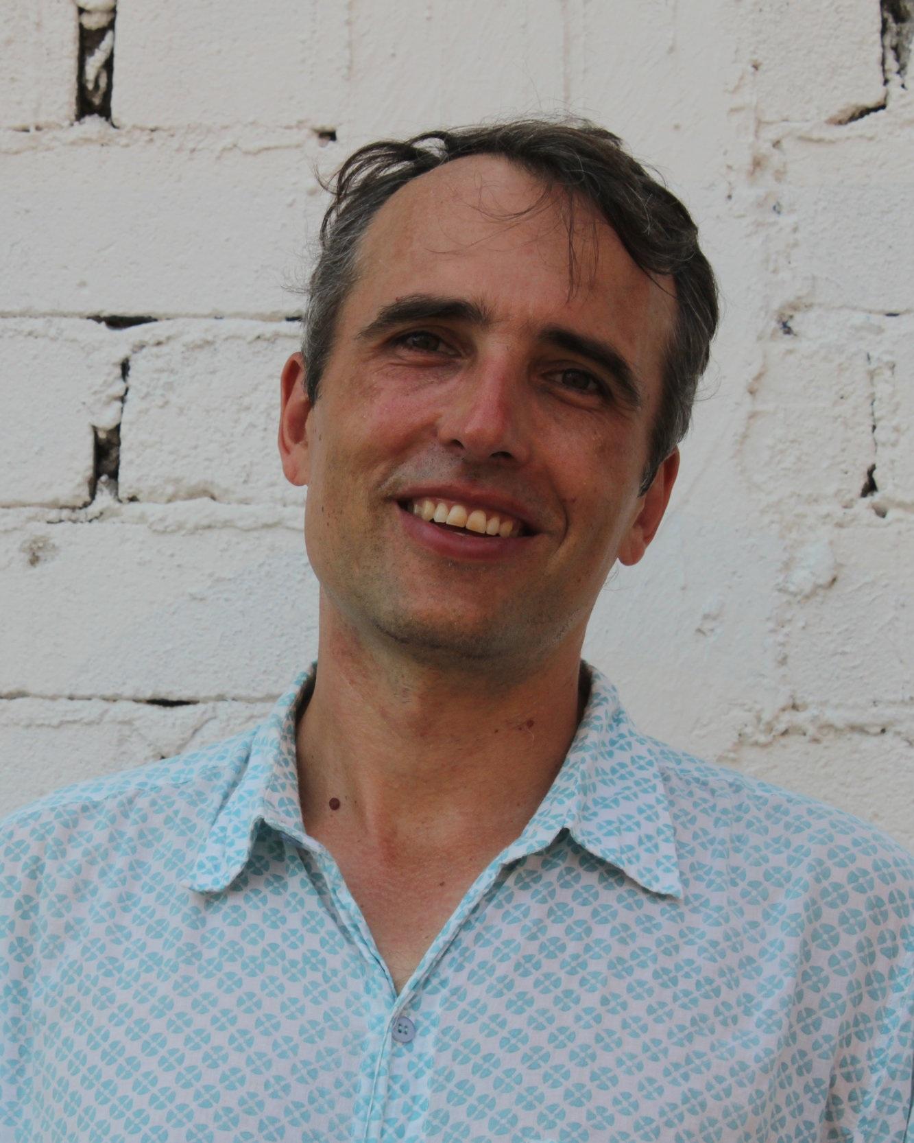 Daniel Griffin - Daniel Griffins Erzählband Stopping for Strangers wurde für mehrere Literaturpreise nominiert. Griffin kommt aus Kingston, Ontario, und lebt nach Stationen in Guatemala, Neuseeland, England und Frankreich heute mit seiner Familie in Victoria. Rettung ist sein erster Roman.