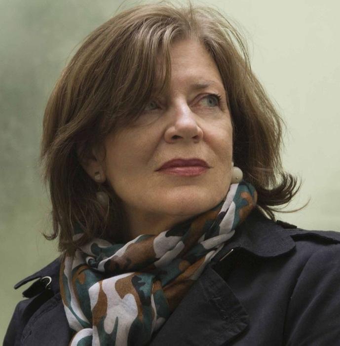 Dominique Paravel - Dominique Paravel wurde 1955 in Lyon geboren. Nach ihrem Literaturwissenschaftsstudium unterrichtete sie Französisch an der Universität in Venedig. Sie veröffentlichte Gedichte und wissenschaftliche Beiträge und arbeitete als Übersetzerin. Seit 2009 lebt Dominique Paravel wieder in Frankreich und ist zurzeit Lehrbeauftragte am Centre International d'Etudes Françaises de Lyon II. Ihr literarisches Debüt war der Erzählband Nouvelles vénitiennes (2011), gefolgt vom Roman Uniques (2013). Giratoire (2016) ist das erste Werk der Autorin, das in deutscher Übersetzung erscheint.Bild © Raphaël Gaillarde
