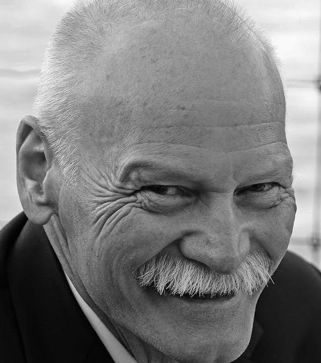 Werner Ryser - Werner Ryser, geboren 1947, lebt in Basel. Er arbeitete in verschiedenen Nonprofit-Organisationen und ist heute Redaktionsleiter der Zeitschrift Akzent Magazin.