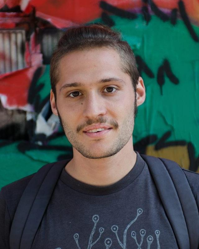 Flurin Jecker - Flurin Jecker, 1990 in Bern geboren, studierte Biologie, bevor er 2013 das Studium in Literarischem Schreiben am Schweizerischen Literaturinstitut in Biel begann. Nebenher arbeitete er als freier Journalist für die Berner Tageszeitung «Der Bund» sowie als Velokurier. Lanz ist Flurin Jeckers Abschlussarbeit am Literaturinstitut und zugleich sein erster Roman, für den er 2017 mit dem «Weiterschreiben»-Stipendium der Stadt Bern ausgezeichnet wurde. Jecker gibt Workshops in Kreativem Schreiben und lebt als freier Schriftsteller in Bern.Bild © Janis Maus Marti
