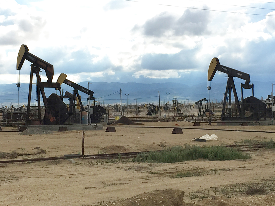 The North Belridge Oil Field along California State Route 33 approximately 45 miles west of Bakersfield (Photo by Neeraj Bhatia)
