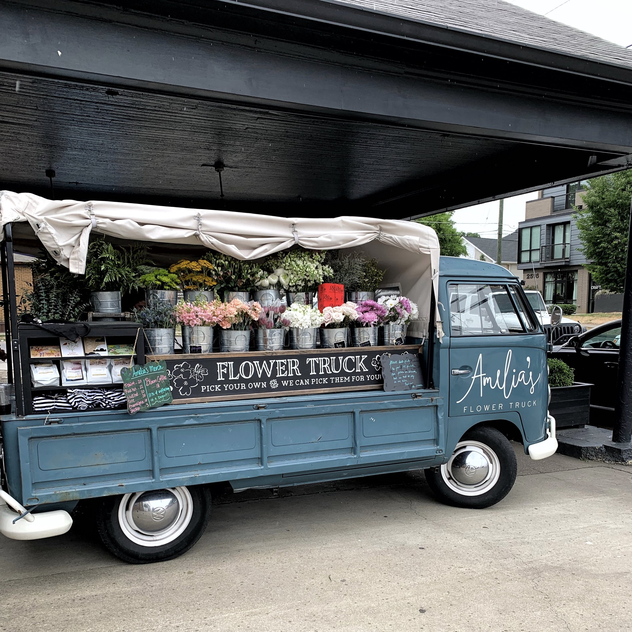 42 Hours in Nashville- styled sustainable - Amelia's flower shop