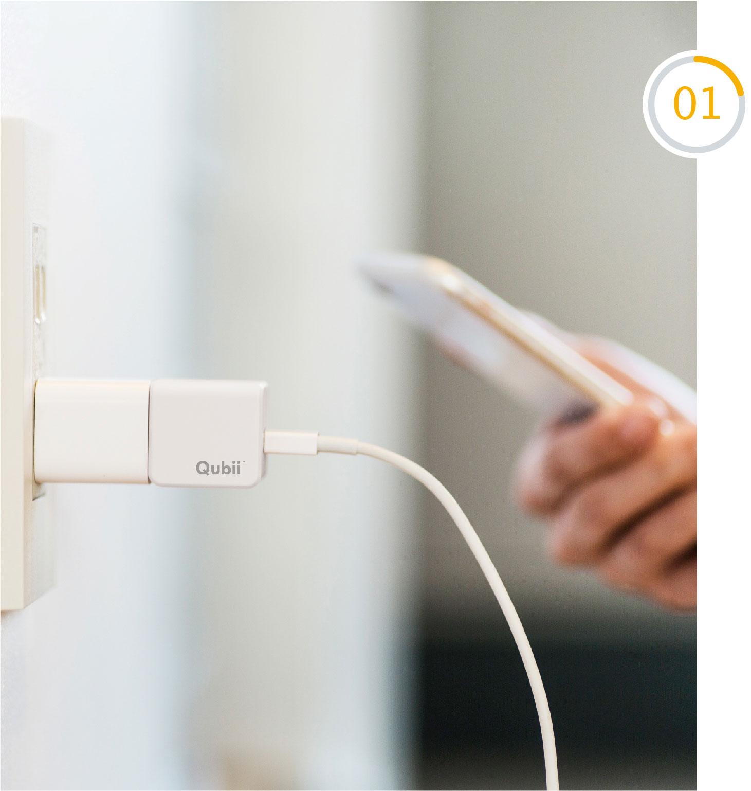 充電しながらバックアップ - 毎晩の充電時に自動的にバックアップするからバックアップ忘れを防げますバックアップ忘れを防ぎますiPhoneのデータをクラウドにバックアップしているはずが、実はバックアップを忘れてしまっていたり、できなかったりしたことはありませんか?あるいは「クラウド」って何?難しいことはよくわからないという方も必見です。Qubiiは簡単ステップでバックアップし忘れを防ぎます。現在お使いの充電器とLightningケーブルの間にQubiiを接続すれば、あとはいつも通り充電するだけ。寝る前に毎日充電する人なら、毎晩必ず自動でバックアップが取れるようになります。サイズも電源アダプターにぴったりでスペースもとりません。もうこれでバックアップを忘れて焦ることはありません!※バックアップできるのは、写真・動画と連絡先のみです