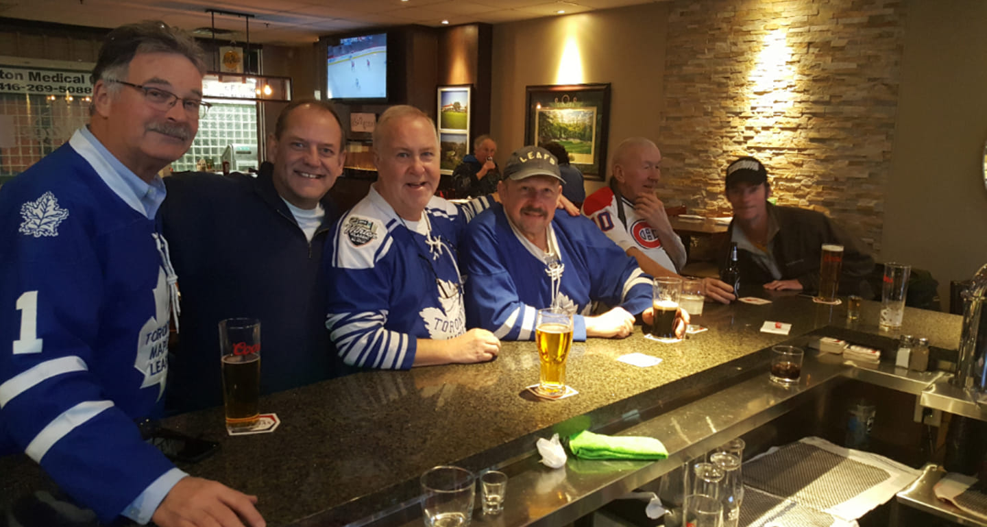 Leafs fans at Aces enjoying a pint watching the game