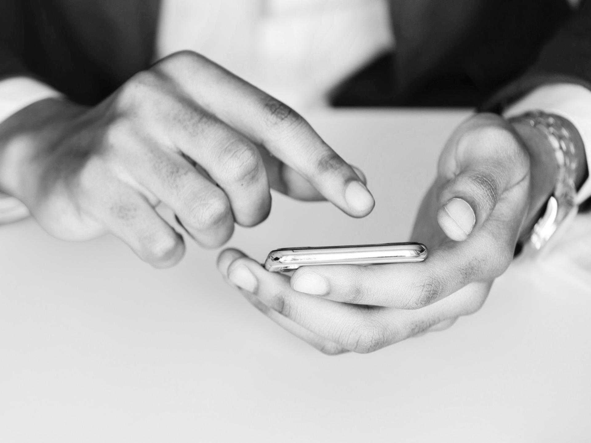 E-Reputation & Influence - Parce que la communication d'une entreprise doit être incarnée par ses dirigeants sur les réseaux sociaux et que la légitimité s'appuie sur une expertise valorisée par sa communauté.- Leader Advocacy Program (Twitter + LinkedIn)- Thought Leadership Program (Comex)- Brand Content Strategy & Social Listening (Website + Social Media)