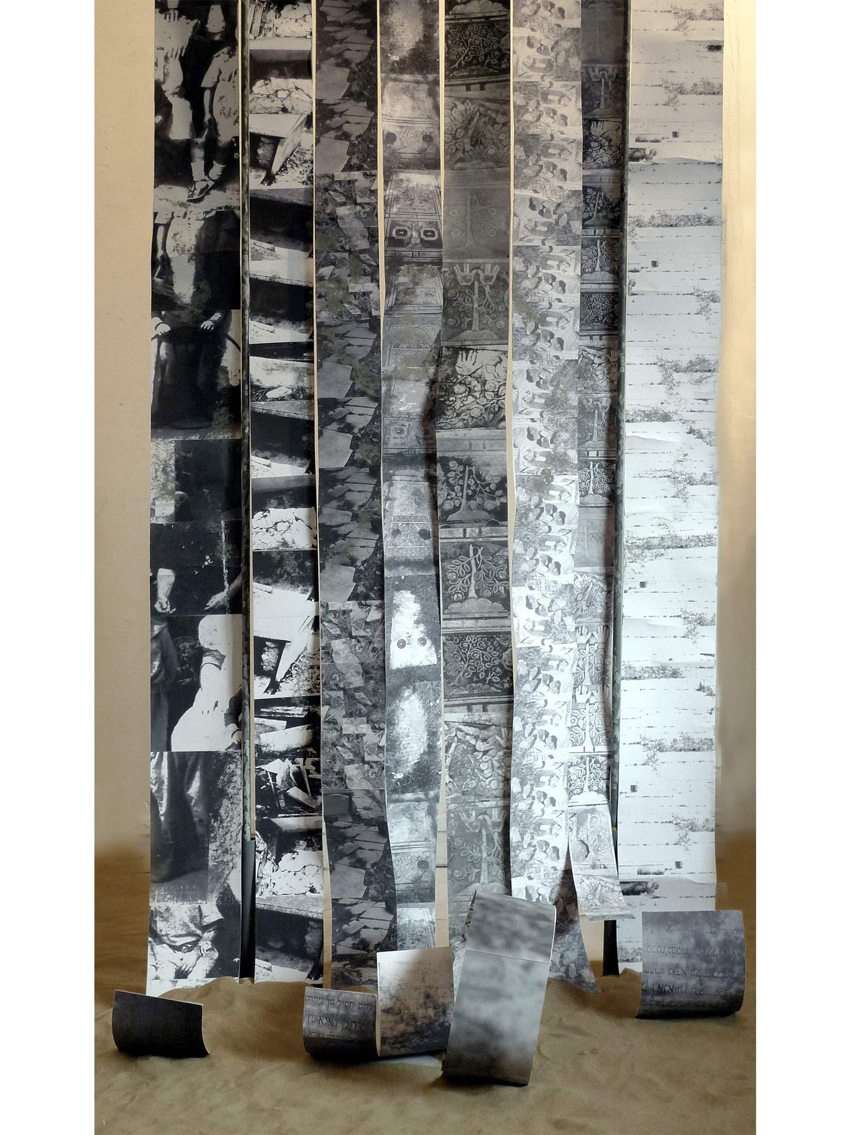 De la nostalgie à la création, 2007, papier photocopies et sable, 2x1m.