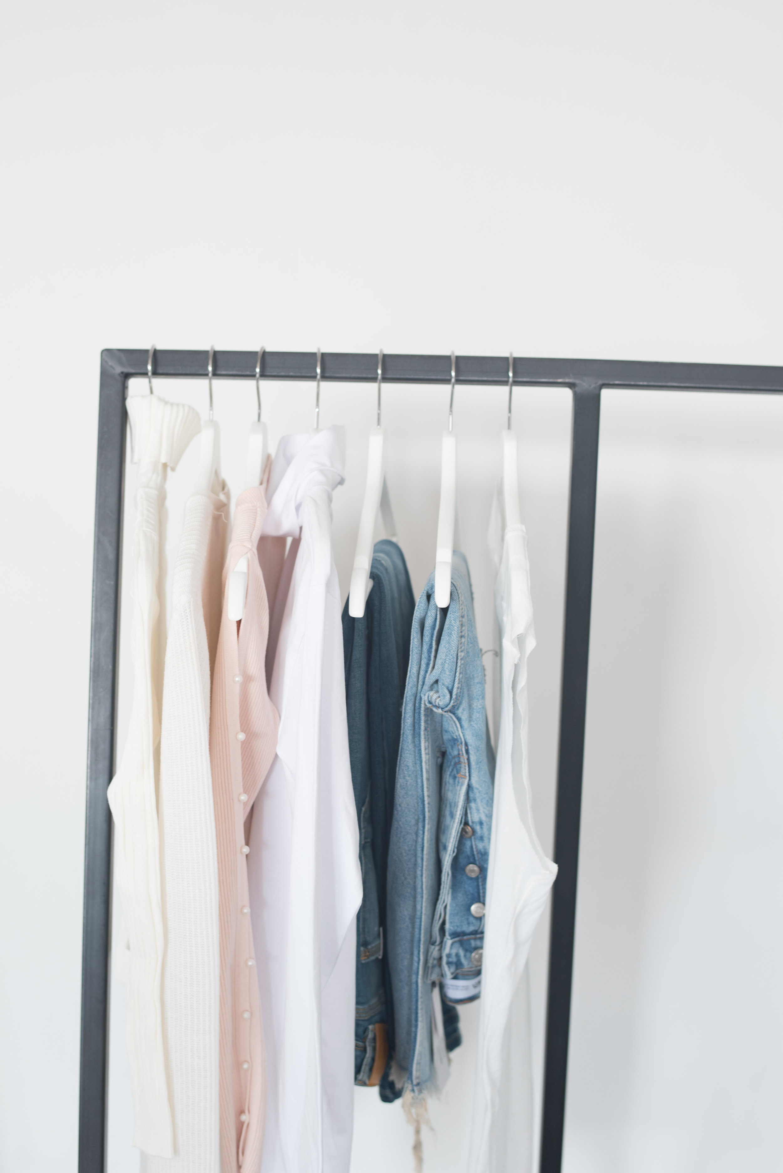 Closet organization - Do you have too many clothes and not enough space? Do you want to look fly but don't want to be overwhelmed by your disorganized closet? Do you want more time without sacrificing your style?Learn More About This Service ➪