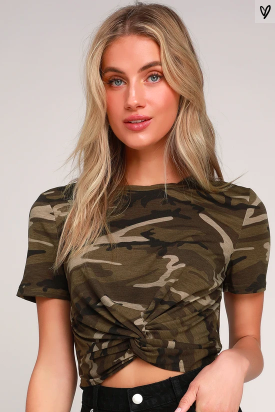 OPTIMISM GREEN CAMO PRINT TWIST-FRONT CROPPED TEE -