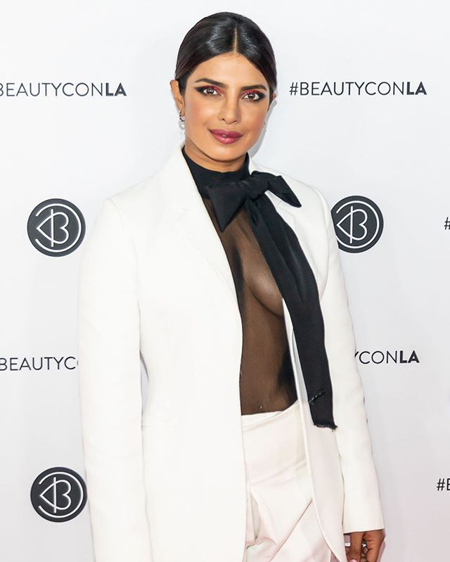 RECAP/ Beautycon LA Day 1: @beautycon took over the LA Convention Center over the weekend and celebrated the beauty of self-expression and staying true to oneself. Here are some of our top looks from Day 1! Notable attendees on Day 1 included:  Priyanka Chopra, Kelly Rowland, French Montana, Bretman Rock, Jhené Aiko, Tina Knowles Lawson, Anastasia Soare, Lisa Rinna, Patrick Starrr, Steph Shep, Tokyo Stylez, Charlamagne Tha God, Rosie Rivera, Louie Castro, Patty Rodriguez, Flaviana Matata, Esmeralda Hernandez, Carolina Contreras, Manny MUA, Jen Atkin, Draya Michele.  More photos on averagesocialite.com. 📷: @corine.solberg.photography for #AverageSocialite