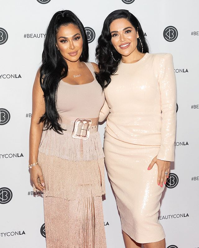 RECAP/ Beautycon LA Day 2: @beautycon continued Sunday at the LA Convention Center and celebrated the beauty of self-expression and staying true to oneself. Here are some of our top looks from Day 2! Notable attendees on Day 2 included:  Ciara, Arianna Huffington, Huda Kattan, Megan Thee Stallion, Jeannie Mai, Tyra Banks, Yalitza Aparicio, Maxine Waters, Kehlani, Wuzzam Supa, Hung Vanngo, Ming Lee, Mimi Choi, Sheika Daley, Erika La' Pearl, Angela Davis, Rachel Goodwin, Karen Civil, Sadaf Beauty, Melly Sanchez, Morgan Pormer, MAAD.  More info and photos on averagesocialite.com 📷: @corine.solberg.photography for #AverageSocialite  #fashion #pinkcarpet #hollywood #makeup #beauty #ciara #hudabeauty #beautygirl