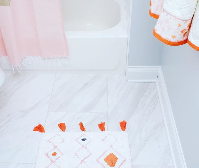 Planning the prettiest little girls bathroom and seeking all inspo. Taking a look back on the #OakleyProject and loving on this pink, orange and gold trio.  #interiors #interiordecor #interiordecorating #homedecor #homedecorating  #rynewilsoninteriors #chicagointeriors #bathroomdesign #bathroomreno #designinspiration #girlsbathroom