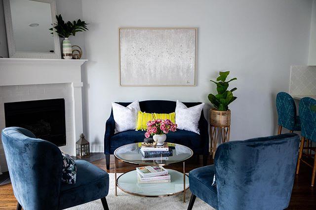 TGIF 🌟 📸: @dietz_studio 👨🏻🔧: @johnkaznecki 👸🏼: @rynewilsoninteriors . . . #interiors #interiordecor #interiordecorating #homedecor #homedecorating  #rynewilsoninteriors #chicagointeriors #tgif