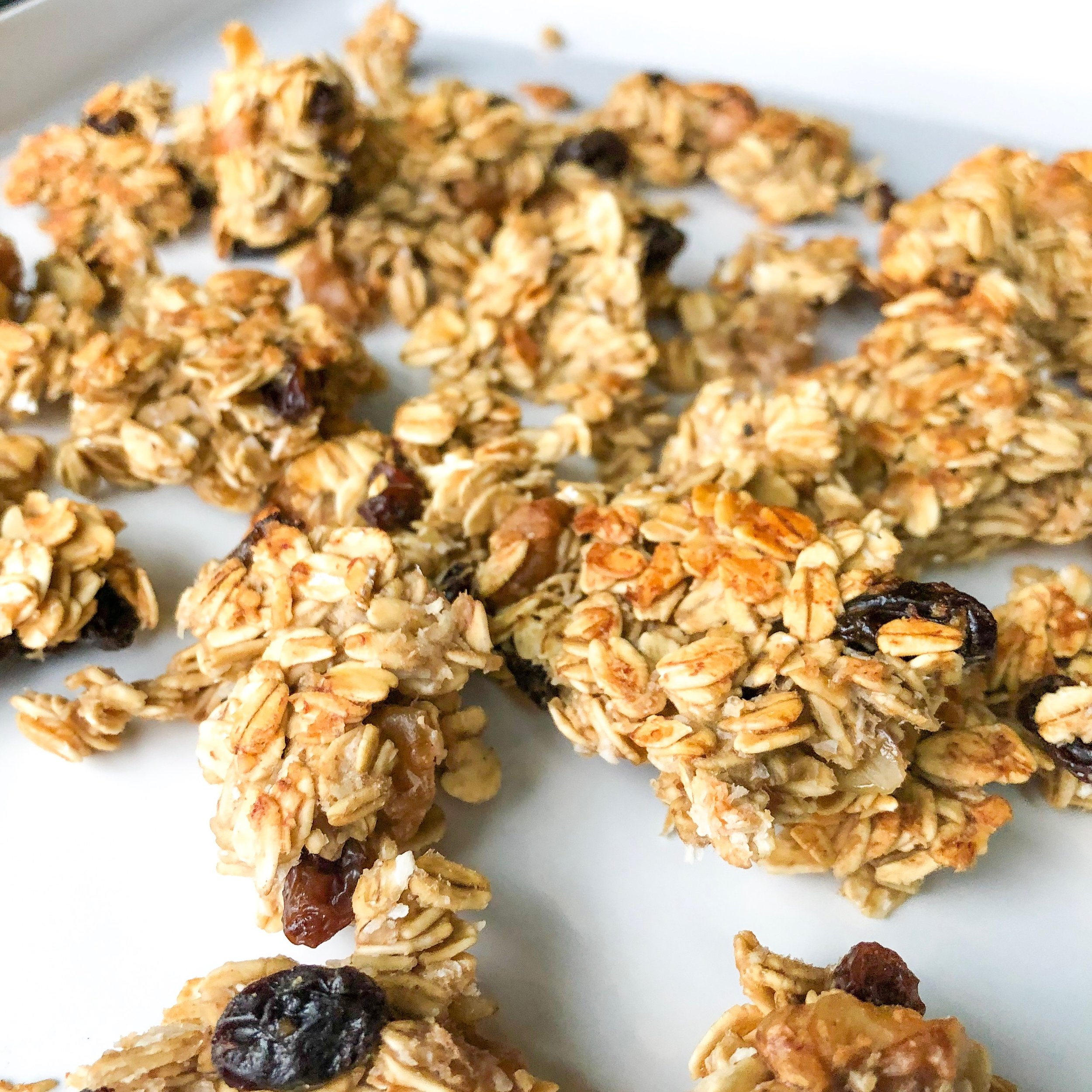 Banana Bread Granola - DAIRY-FREE, NO ADDED SUGAR, GLUTEN-FREE (OPTIONAL), VEGAN (OPTIONAL)