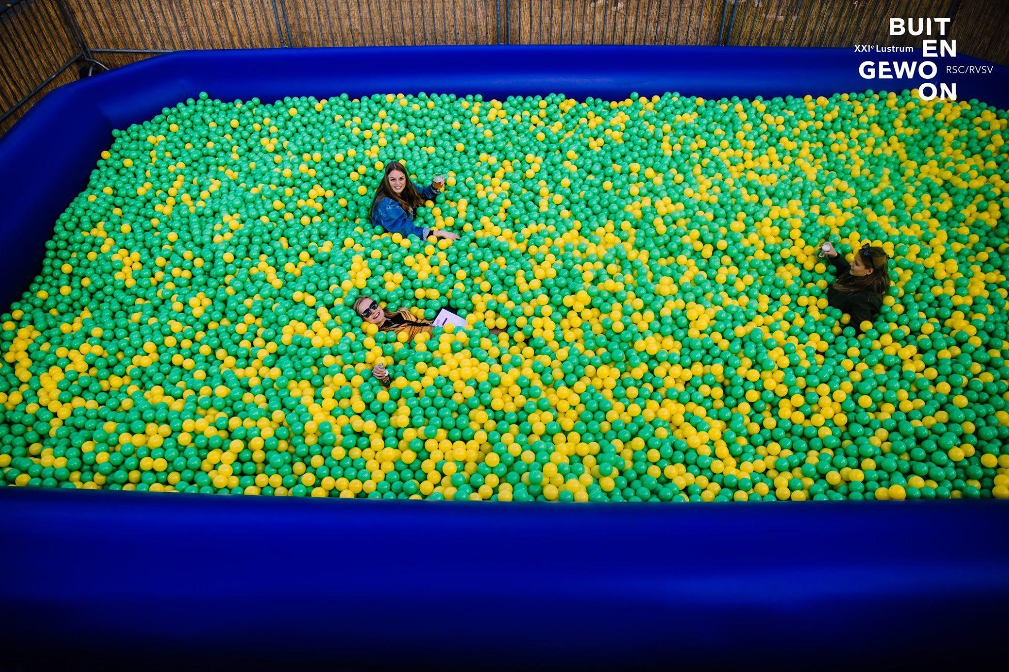 ballenbak 10x6 geel groene ballen verhuur.jpeg