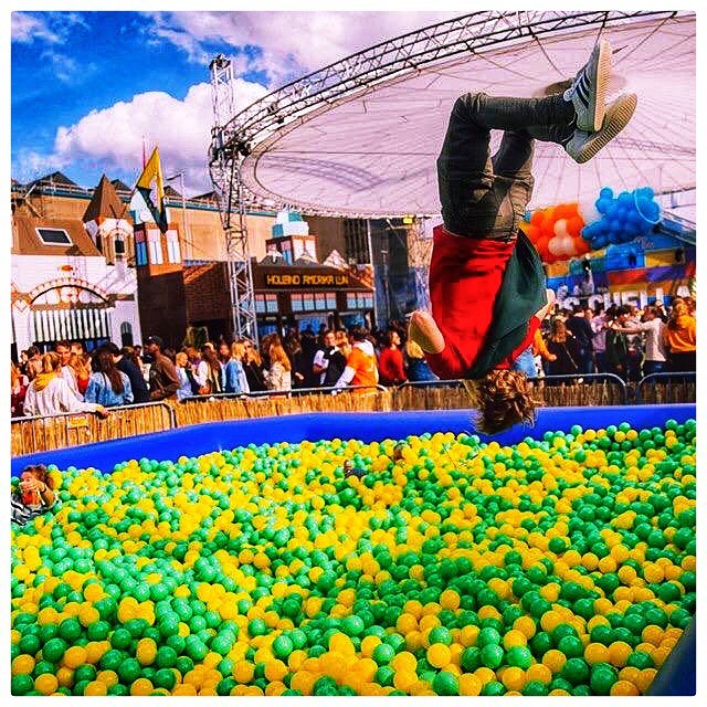 Een zeer geslaagd Lustrum voor @lustrumrscrvsv  Ballenbak 10m x 6m !!! Poolparty-productions.com