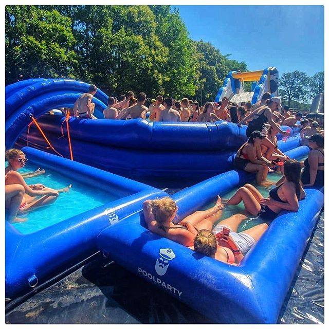 Tijdens Sunrise Festival in Belgie zorgde wij voor verkoeling! Wij zijn de moeilijkste niet! 🥰  #sunrise #festival #belgië #zwembad #21x12m #buitenbad #glijbaan #poolparty #poolpartyproductions #ballenbak