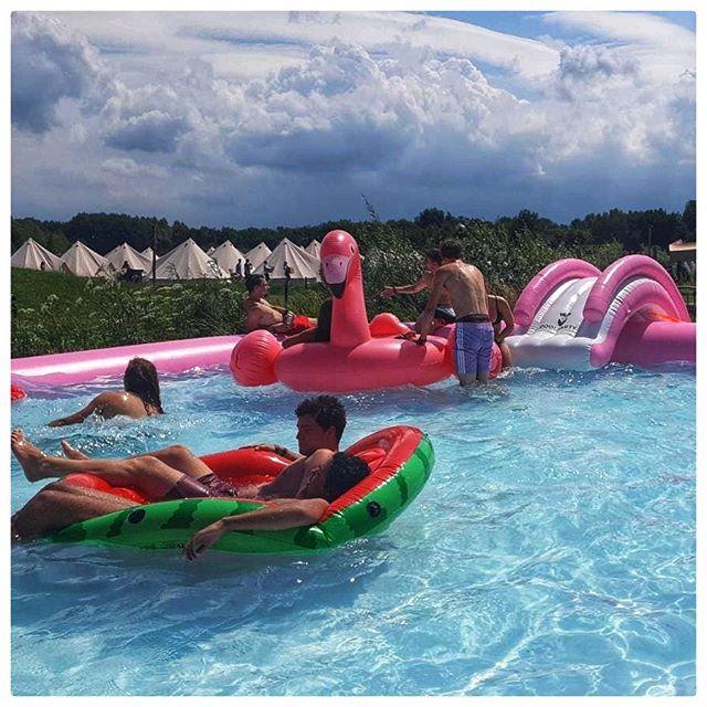 Wij zijn het hele weekend aanwezig! @liquicity  #outdoor #poolparty #pinkpool #liquicity #liquicityfestival #poolpartyproductions #12x8m