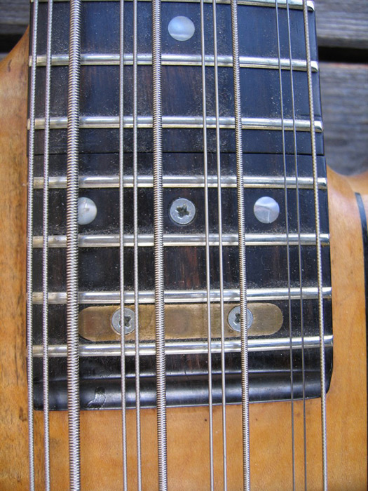 The truss rod cover on the lower neck includes four frets, extending the playing range. There are two dual-action truss rods.