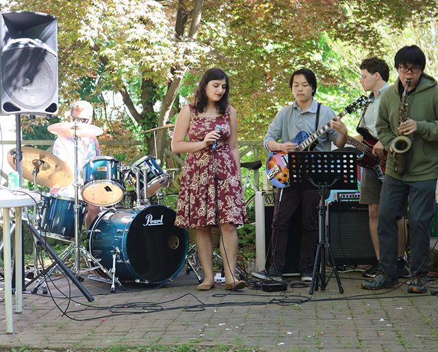 Yesterday's weather was so nice for our Anti Foxfield gig! Thanks @wxtjradio for having us! Come see my last performance of the semester at jazz in the amphitheater this  Wednesday at 12 ☀️