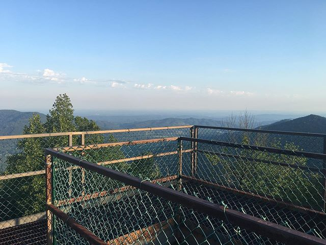 Enjoyed this view from the top of a fire tower this weekend & had a lot of adventures & made some friends along the way. Such a great day to be outside and such a special time with the husband. Not worrying about the little running off the side of a cliff was nice also. 😉  #frozenheadstatepark #firetowers #staystrongmyfriends #kidfreetime #fromthetop #theviewfromthetop #datedays #52hikechallenge #numerouno #turtles_of_insta #brushymountainprison #abandonedmines