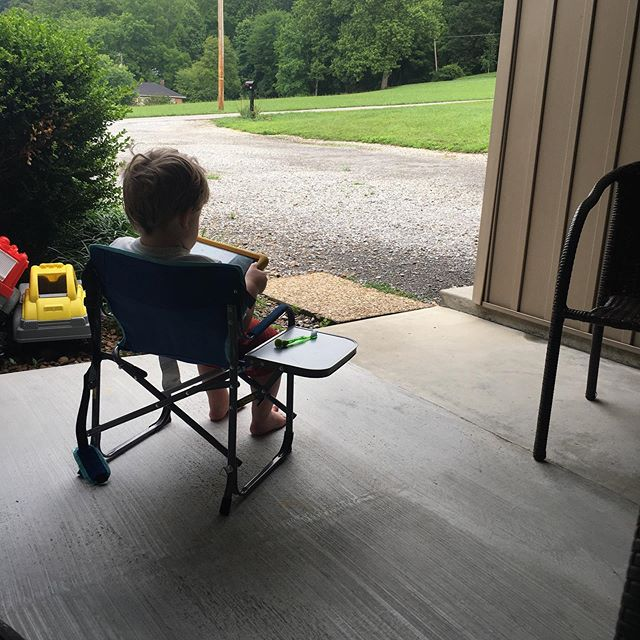 Some people drink coffee and others play on their iPads and sit with their toothbrush. 😂 #amomentofquiet #summertimeandthelivingiseasy #timewithmyboy #sacredspace #childhoodisthebesthood
