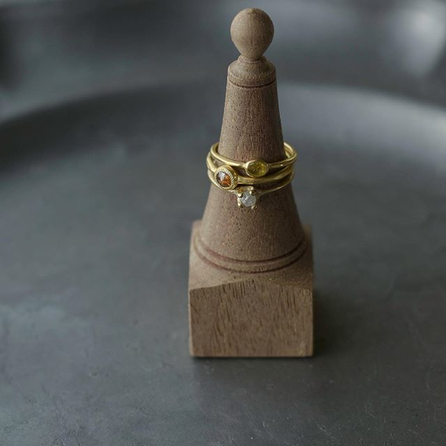 . 少しずつですが日々、 オンラインショップを更新しています。 季節を問わず身につけれる普段使いのジュエリー。 是非ご覧になってください。 . . . #jewelry#wedding #marriagering#engagementring#atelierplow
