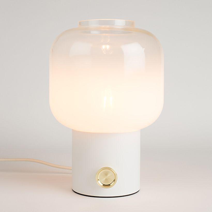 lampe-a-poser-en-metal-et-globe-verre-moody-zuiver.jpg