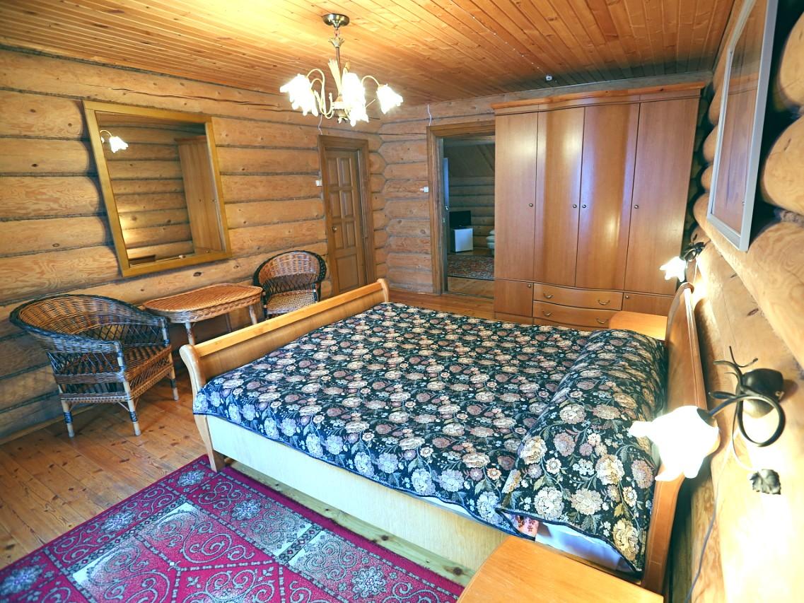 номер-люкс-спальня-отдых-на-селигере-отель-вершина-селигера.jpg