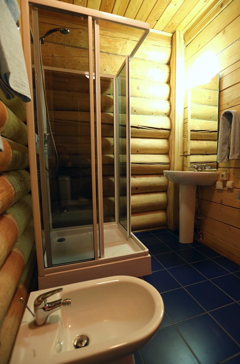 черырех-местный-номер-ванная-отдых-на-селигере-отель-вершина-селигера.jpg