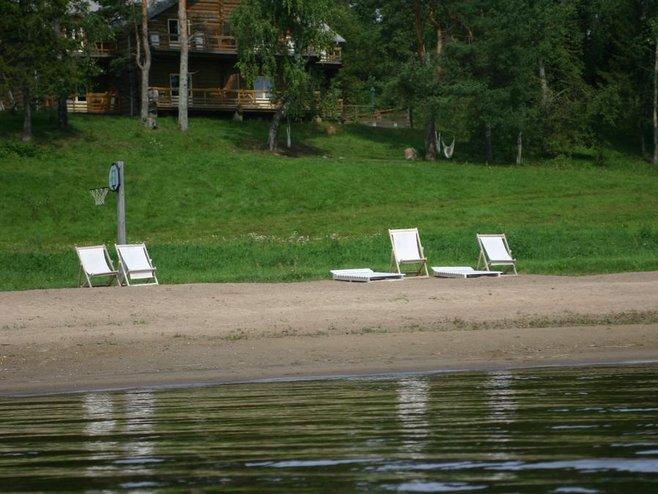 отдых-на-воде-Пляж-отеля-вершина-селигера.jpg