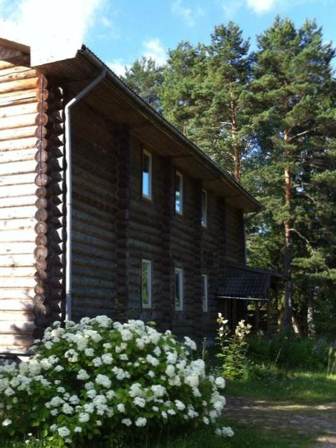 отдых-за-городом-деревянный-дом-в-отеле-на-озере-вершина-селигера-s.jpg