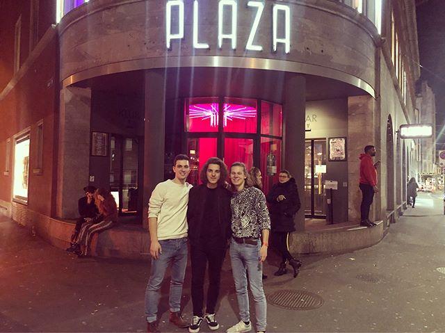 Yesterday @plazaklub Es War Grossartig!! Danke @theopenmicshow , was für ein grossartiger abend!! . . . . #music #live #liveband #livemusic #band #liveperformance #indie #indiemusic #passion #musicislife #mugsns #zurich #passion #musician #goodtimes #love #concert #2019 #onstage #stage #musicdorartists #ecxited #indieband #indiepop #indierock