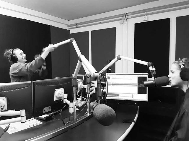 War lustig bei euch @radio4tng ! Interview zusammen mit @absolutemusicschweiz und @specificoceanmusic . Kommt vorbei, diesen Samstag 11.05 in Uster: Zuerst BBQ, danach Musik