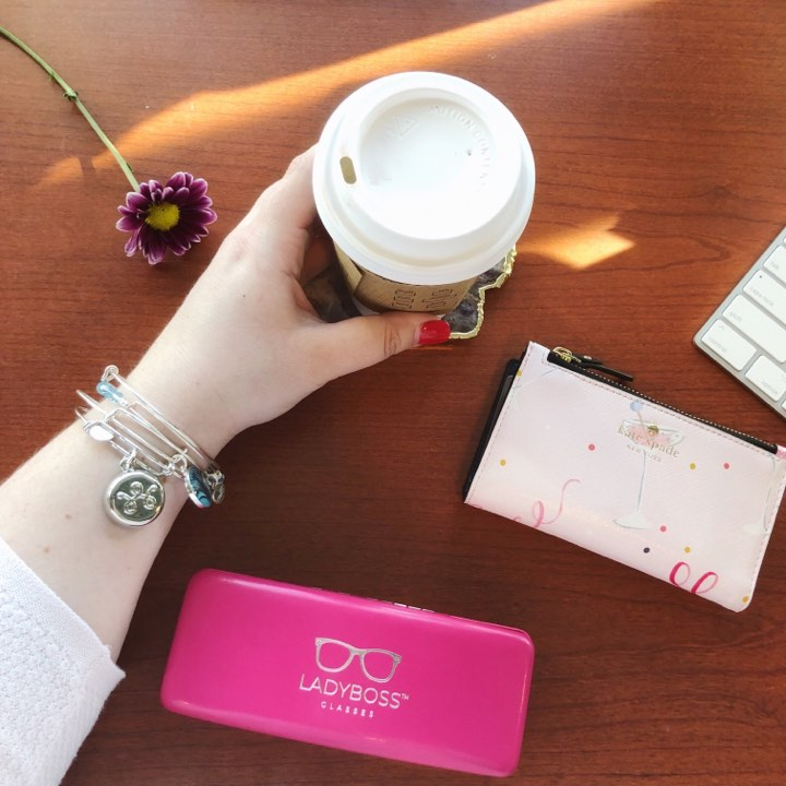 JEWELRY MEETS TECH: DISCREET WAY TO SEND AN SOS! (BRACELET, NECKLACE OR KEYCHAIN)