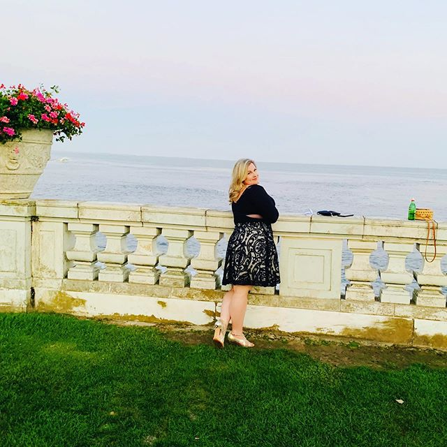 Sassy, classy & a bit smart assy 🥰 💥 💥 💥 #newportri #newportwineandfoodfestival #wine #rosecliff #mansions #preservationsocietyofnewportcounty #bodypositive #ootd #xscape #xscapedress #vincecamuto #vincecamutoshoes #effyourbeautystandards #honormycurves #daretowear #restauranteur #entrepreneurlife #coastal #newengland #beach #friday #friyay #weekend #weekendvibes #weekendgetaway #foodie #nom #cocktails #wine