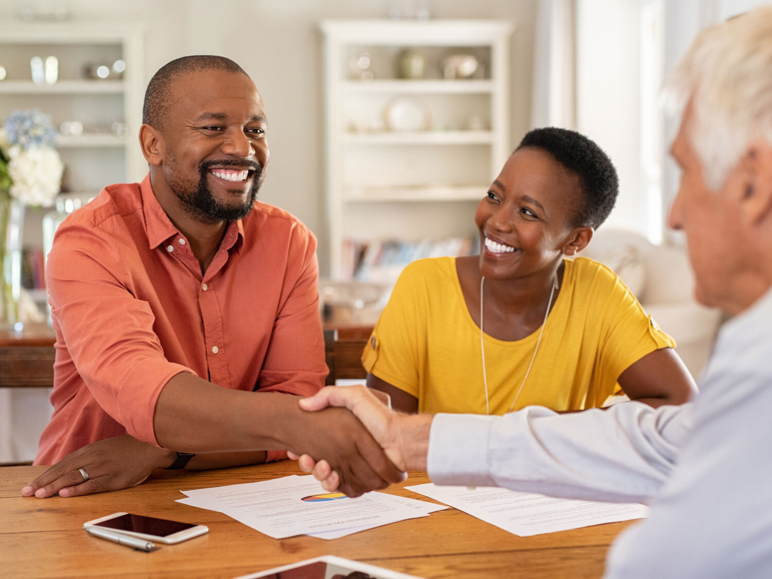 When is it the right time to take a long-term loan over a short-term loan? When should you take the high payments of a short-term loan? In this article, we'll answer the biggest question: short-term vs long-term loan - which is right for you?