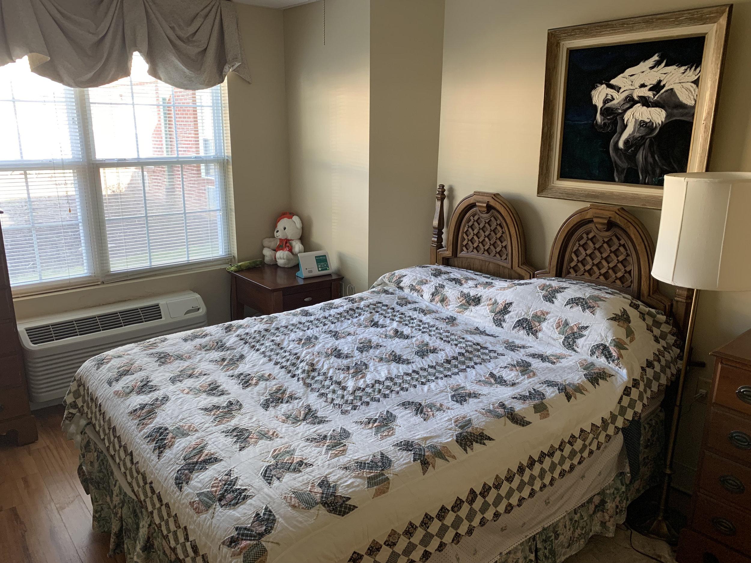 BL_furnished room 4.jpg