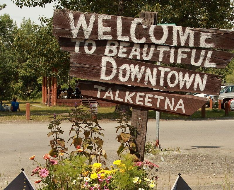 800px-Welcome_to_beautiful_downtown_Talkeetna_FrankK_Wikicrop-2.jpg